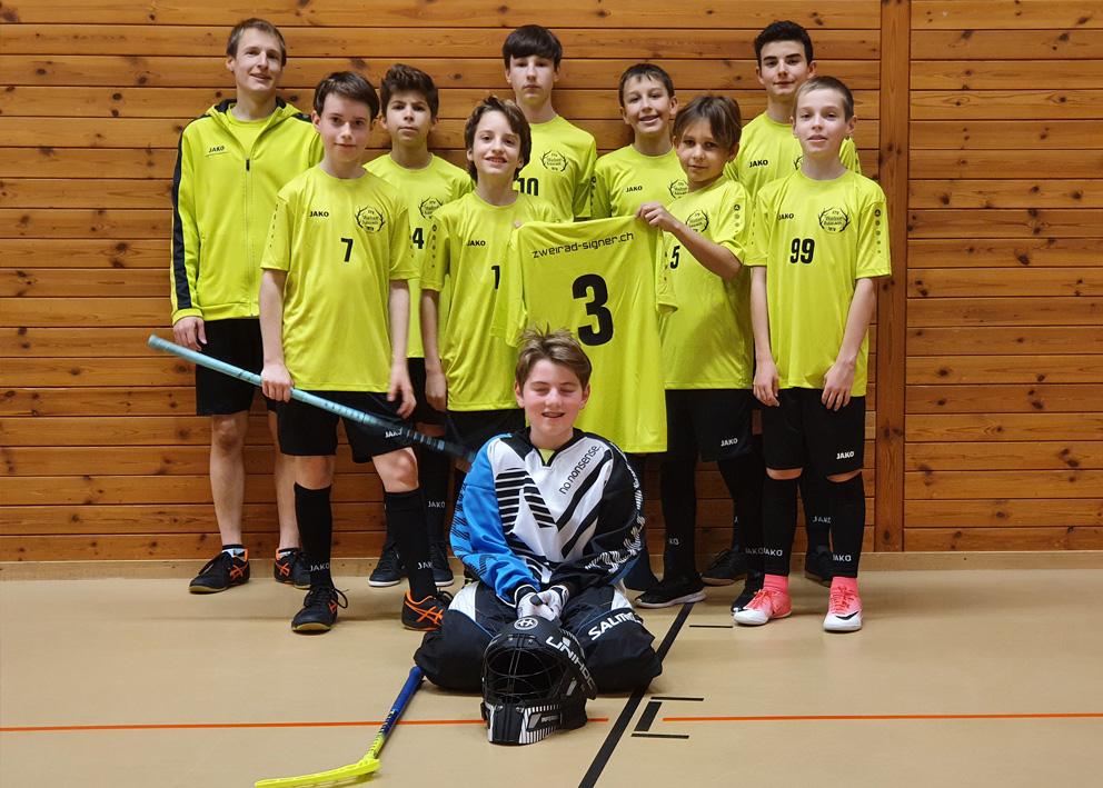 Top ausgerüstet! Die Unihockeyaner vom STV Walzenhausen sind jetzt noch treffsicherer. Mit der Marke Jako glänzen die Spieler im Training und bei Ernstkämpfen.